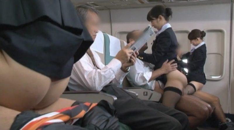 機内サービス制服着衣騎乗位SEX