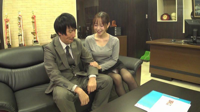 篠田ゆうの太ももコキ営業術で契約ゲット