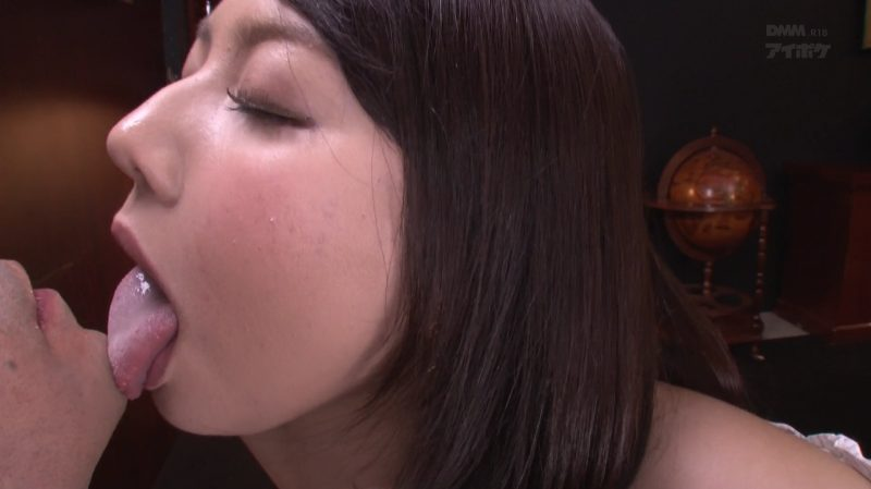 口内射精後のベロチュウ