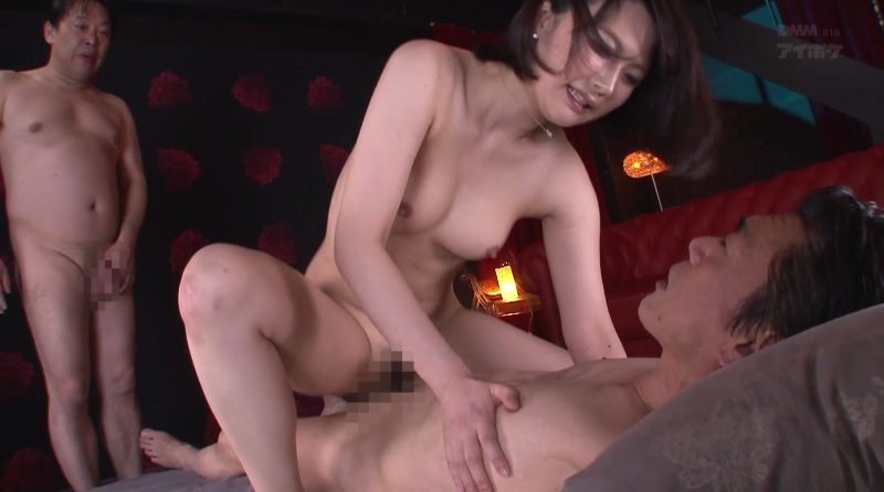 杭打ち騎乗位で激しく打ち付ける痴女秘書夏川あかり