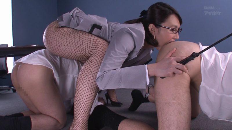 男を四つん這いにさせアナル舐めする変態痴女秘書