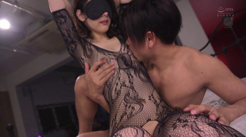 全身網タイツ目隠しで乳首を網タイツの上から舐め上げられる長谷川秋子