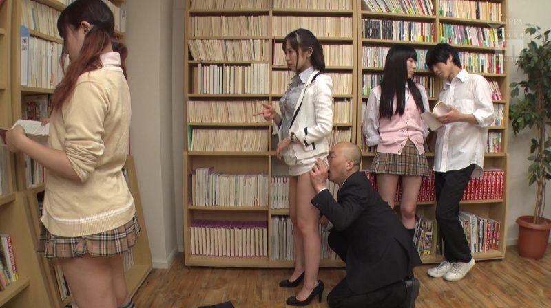 時間停止しスーツ姿の篠田ゆう先生のお尻に顔を埋めセクハラ仕放題の男性教師
