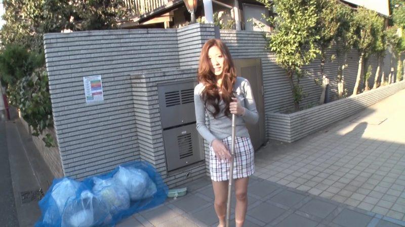 タイトスカートが似合う美脚奥さん東凛さん