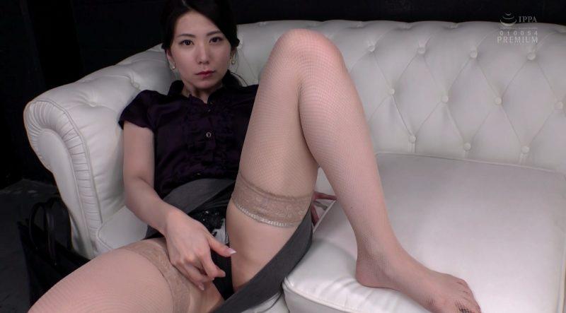 タイトスカート着衣のまま見せつけオナニーする逢花先生